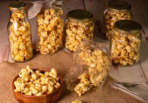 Mit frisch gepufftem Popcorn
