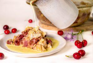 Warmer Kirschenmichel mit kalter Vanillesauce