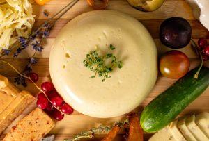 Veganer Käse ohne Nüsse – reibfest
