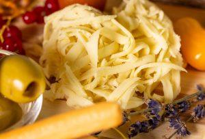 Veganer, geriebener Käse, ganz einfach selbstgemacht