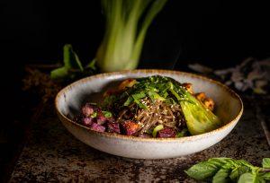 Soba Noodle Stir Fry Bowl - schnell, einfach und oberlecker