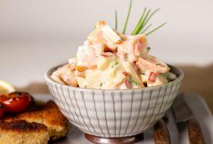 Süßkartoffelsalat mit Paprika und Apfel