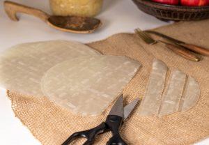 Zurechtschneiden des Reispapiers