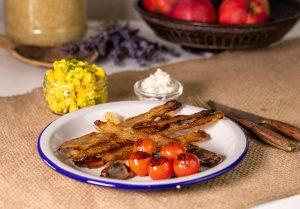 Veganer Speck mit Rührtofu und Vleischsalat