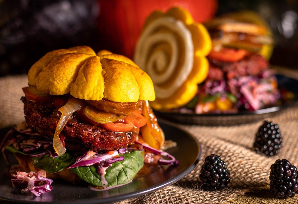 Vegane Herbstburger im Kürbis Bun
