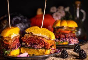 Vegane Herbstburger - reichhaltig belegt