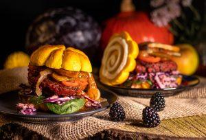 Herbstburger im luftigen Kürbis Bun in Kürbisform